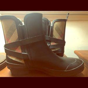Burberry Shoes - Burberry Women's Riddlestone Short Rain BOOTS